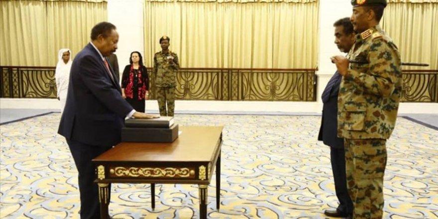 Sudan'da Geçiş Dönemi Başbakanı Hamadok Yemin Etti