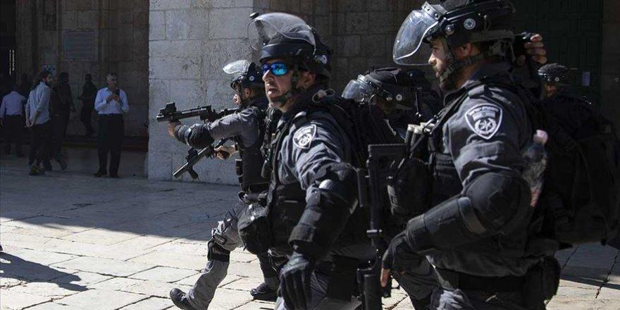 İşgalci İsrail Polisi Mescid-i Aksa'da 5 Filistinliyi Gözaltına Aldı