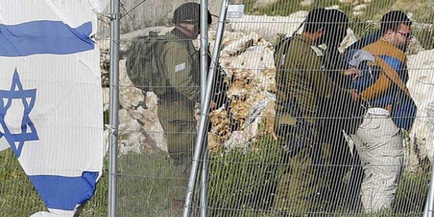 İşgalci İsrail Askerleri Görüntü Almak İsteyen AA Kameramanını Alıkoydu