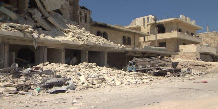 Bombardıman Altındaki İdlib'den Kareler