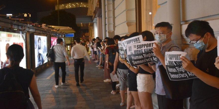 "Hong Kong'daki Protestocular ""İnsan Zinciri"" Oluşturdu"