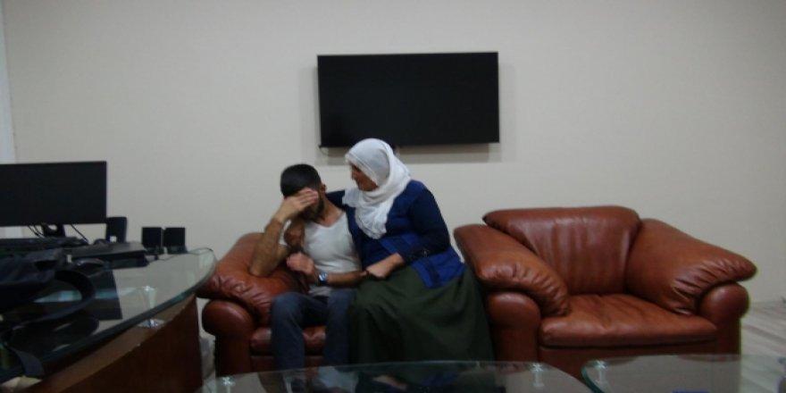 Hacire Anne Azmiyle Oğlunu PKK'nın Pençesinden Kurtardı