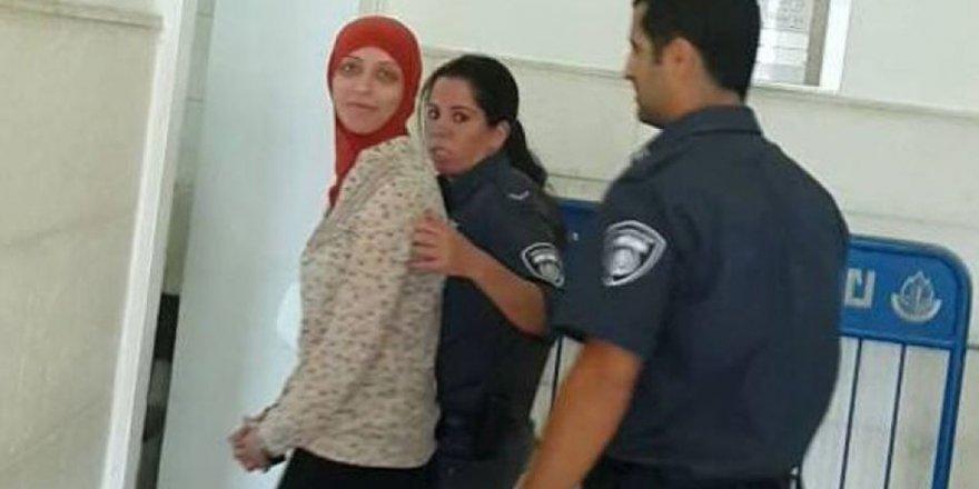 Za'tera Geçidinde de Filistinli Bir Genç Kızı Gözaltına Aldılar
