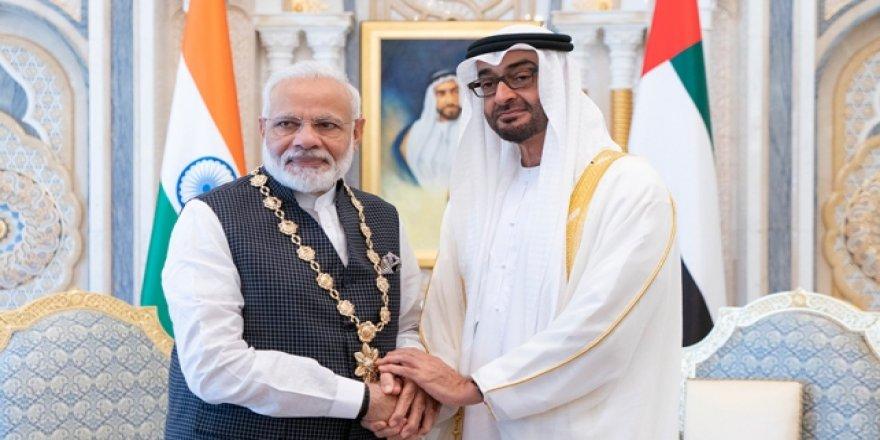 Birleşik Arap Emirlikleri, İslam Düşmanı Herkesin Yanında…