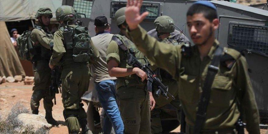 İsrail Batı Şeria'da 20 Filistinliyi gözaltına aldı