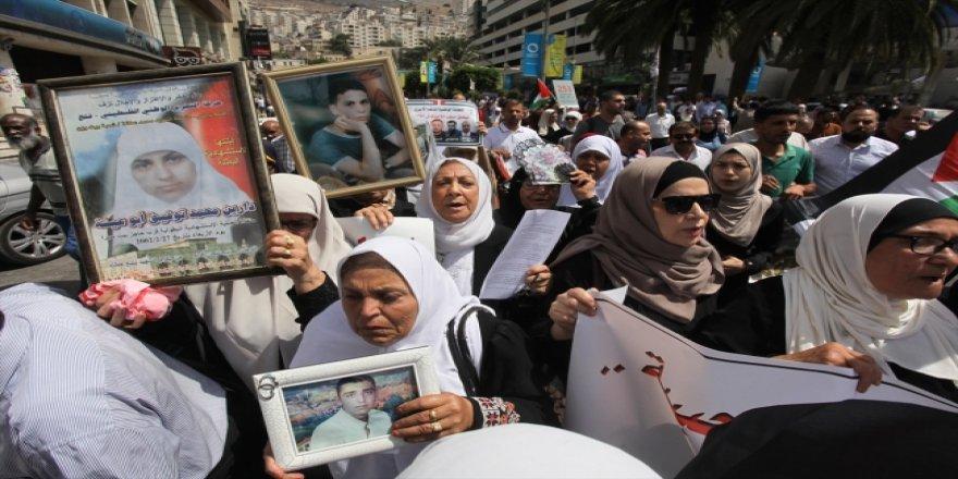 Filistinliler İşgalciler Tarafından Alıkonulan Şehit Cenazelerini İstiyor