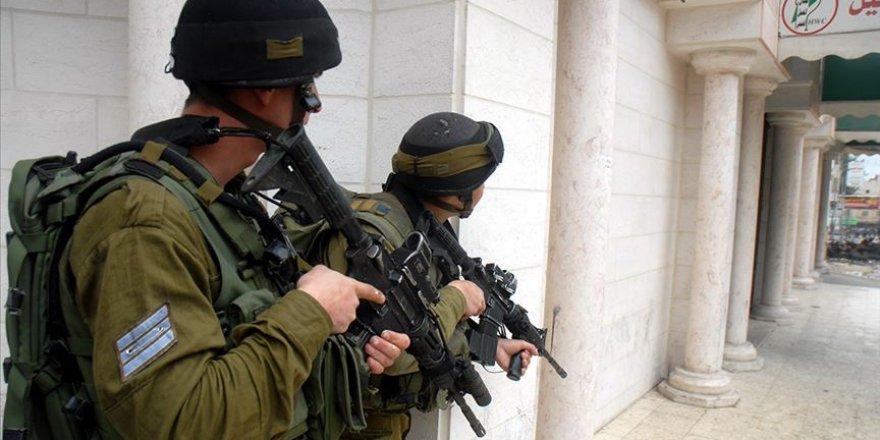 İşgal Güçleri 20 Filistinliyi Gözaltına Aldı