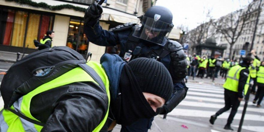 Fransa'da 313 Polis Hakkında Soruşturma Başlatıldı