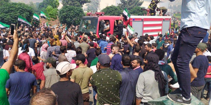Babül Hava Sınırına Dayanan İdlib Halkı Bombardımanları Protesto Etti