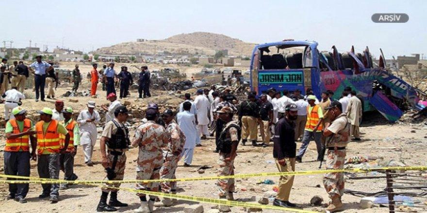Pakistan'da Otobüs Uçuruma Yuvarlandı: 24 Ölü
