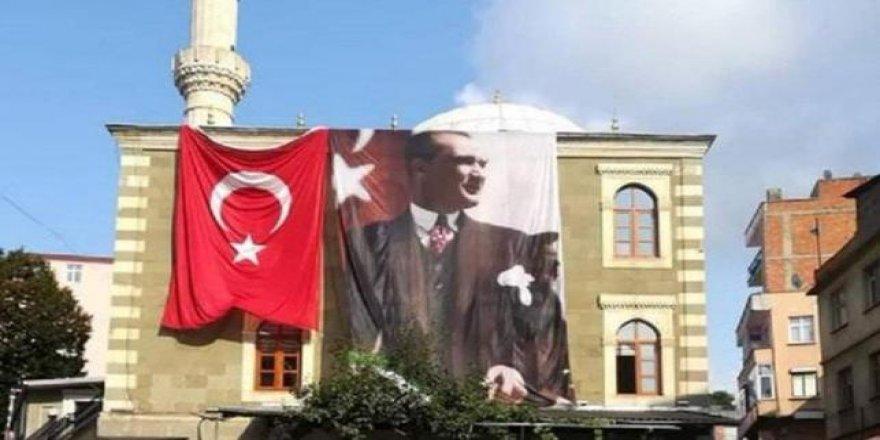 Mescid-i Dırar'ı Hatırlatan Cami Olayı: Atatürk Resmini Cami Duvarına Astı
