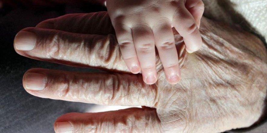 Anne Babaya İhsan Meselesi ve Yaşlılık Sorunu