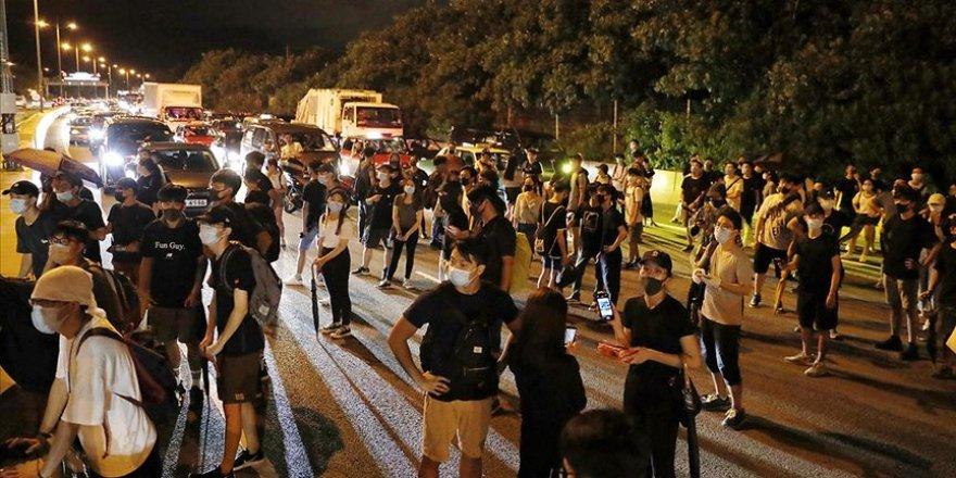 Hong Kong'da Protestocular Havalimanı Yakınındaki Yolları Kapattı