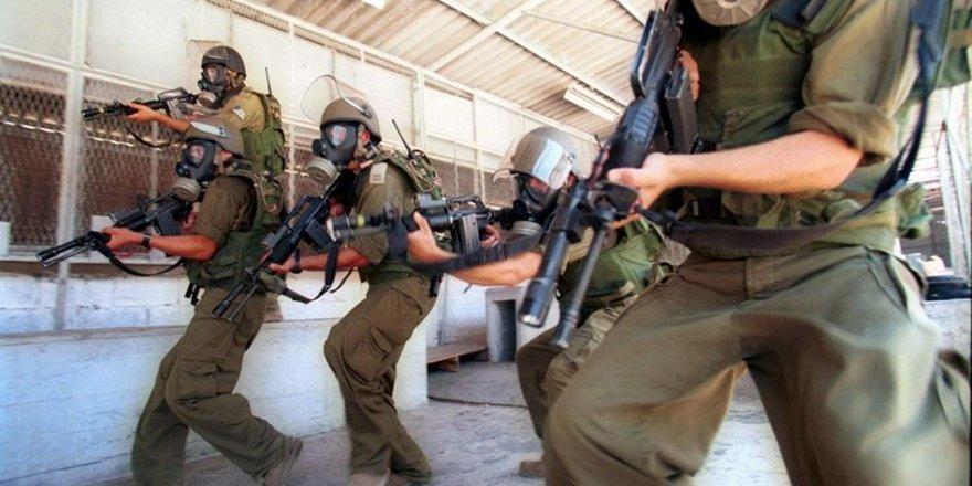 İşgal Güçleri Filistinli Esirlerin Koğuşlarına Vahşice Baskın Düzenledi