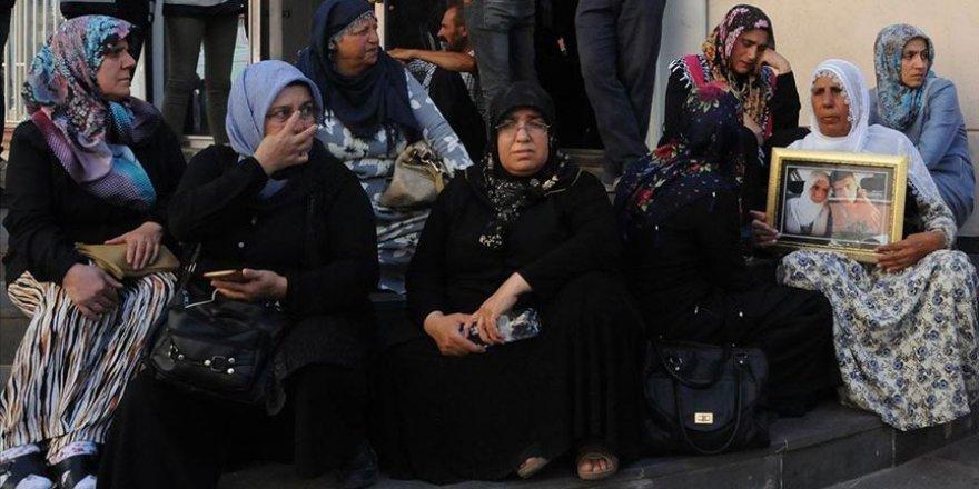 Diyarbakır'daki Annelere PKK Tarafından Kaçırılan Asker ve Polislerin Aileleri de Katıldı