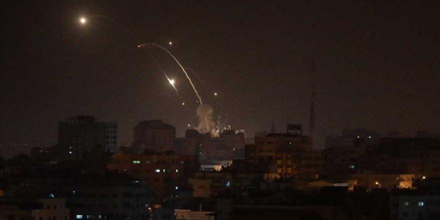 İsrail İşgal Uçakları Gazze'ye Saldırdı