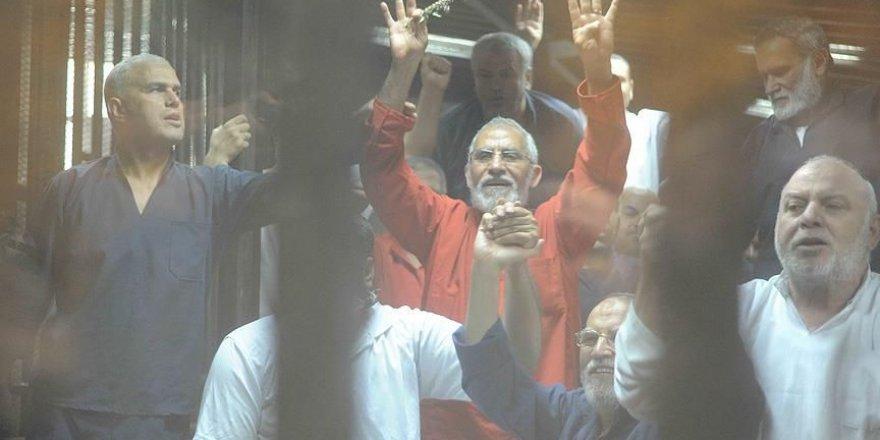 Mısır'da 11 İhvan Yöneticisine Darbeci Sisi'nin Mahkemesinden Müebbet Hapis Cezası