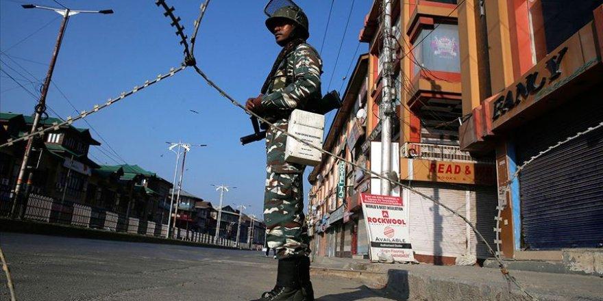 Keşmir'de Gazetecilerin İşlerini Yapması Engelleniyor