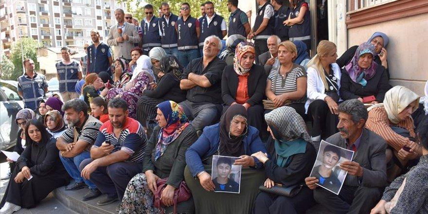 HÜDA PAR'dan Diyarbakır Annelerinin Oturma Eylemine Destek
