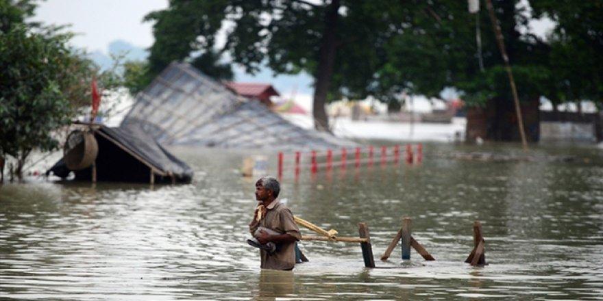 Hindistan'da Şiddetli Yağışlarda 200'den Fazla Kişi Hayatını Kaybetti