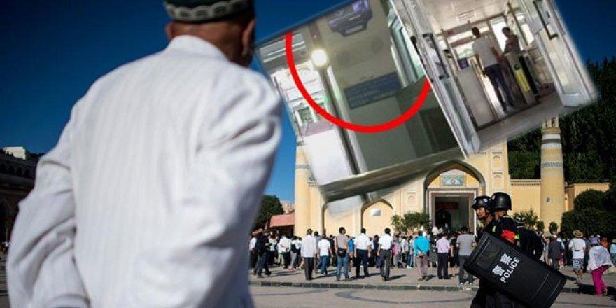 Çin Camiye Giden Uygurları Fişleyecek
