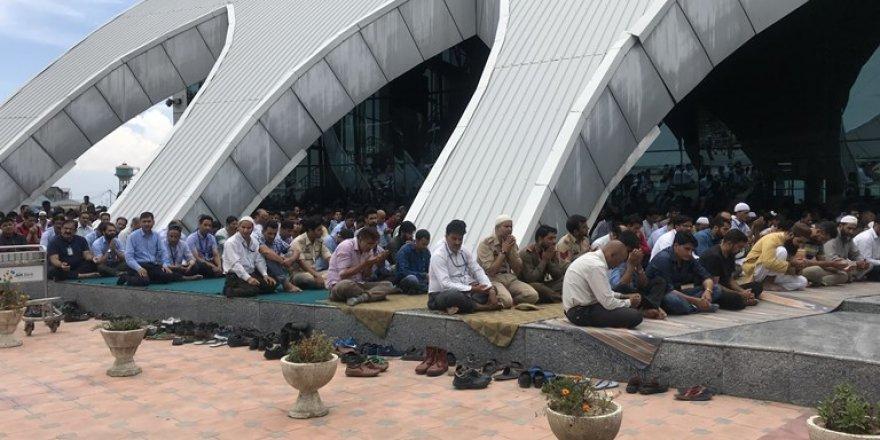 Hindistan Keşmir'de Camileri ve Âlimleri Hedef Alıyor