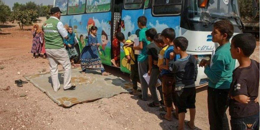 Suriyeli Çocuklar Otobüslerde Eğitim Görüyor