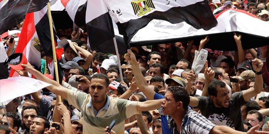 """""""Korku Duvarı Tahrir'de Yıkılıyor"""""""