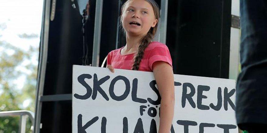 'Proje Kız' Suçlamaları ile Kahramanlık Arasında Greta Thunberg
