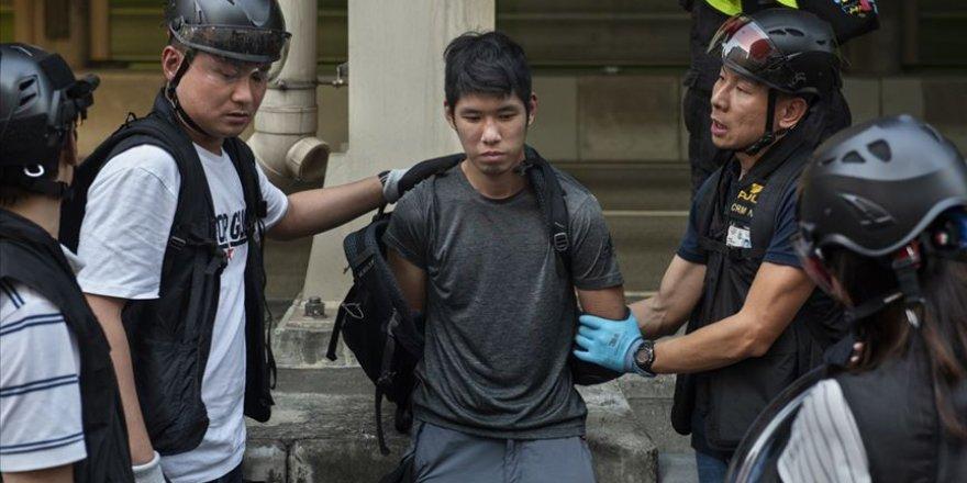 Hong Kong'daki Protestolarda Öğrencilere Gözaltı