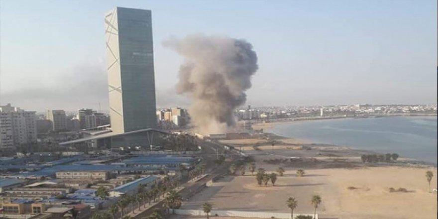 Libya'da Yabancı Bir Ülkenin Savaş Uçakları Trablus'u Bombaladı