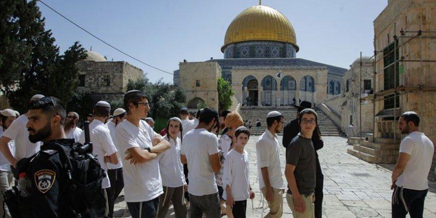 Fanatik Yahudiler Mescid-i Aksa'ya Baskın Yaptı