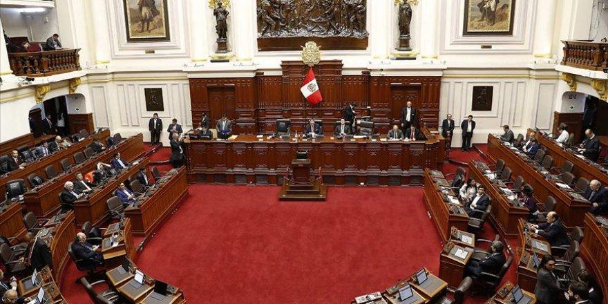 Peru'da Devlet Başkanı Kongre'yi, Kongre de Devlet Başkanı'nı Feshetti