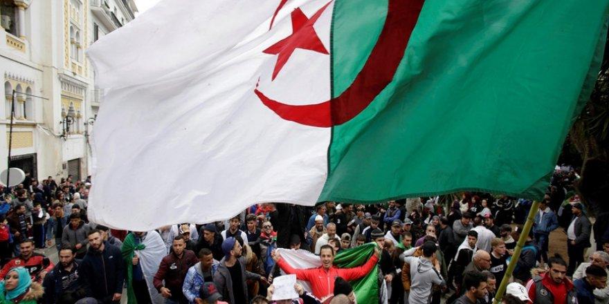 Cezayir'de İslamcılar 90'lı Yılların Dosyasını Yeniden Açıyor