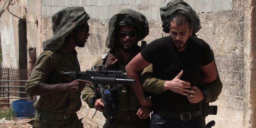 İşgal Güçleri Gece Baskınlarında 13 Filistinliyi Gözaltına Aldı