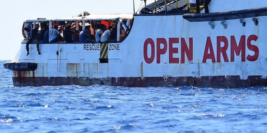 Midilli'de Göçmen Kurtarma Gemisinin Limana Yanaşmasına İzin Verilmedi