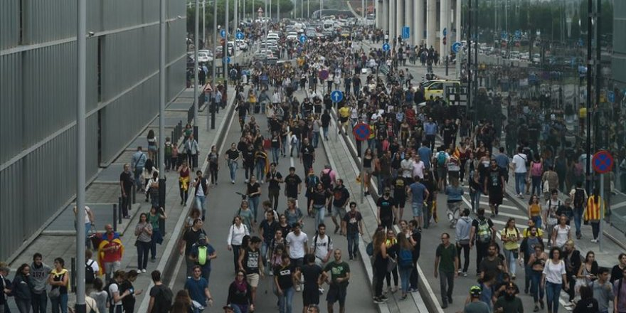 Katalonya'daki Protestoların Üçüncü Gecesinde 80 Yaralı
