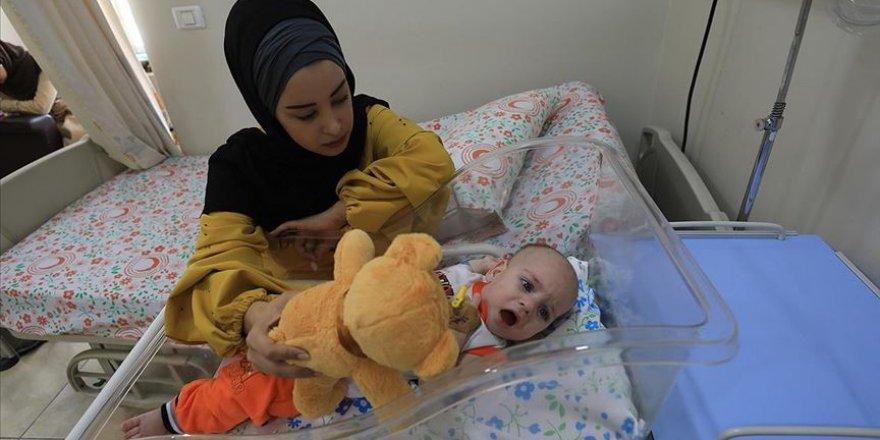 İşgalci İsrail Hasta Bebeğin Annesine Gazze'den Çıkış İzni Vermedi