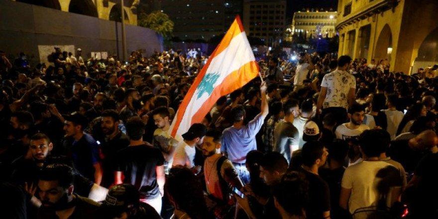 Lübnan'da Göstericilerin Yaktığı Ateşin Sıçradığı Binada 2 Kişi Yaşamını Yitirdi