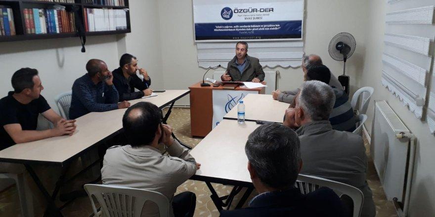 """Sivas Özgür-Der'de """" Endişeli Muhafazakarlar Çağı"""" Kitabı Konuşuldu"""