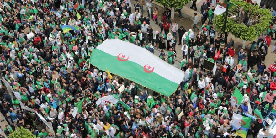 Cezayir'de Gizli İktidar Mücadelesi