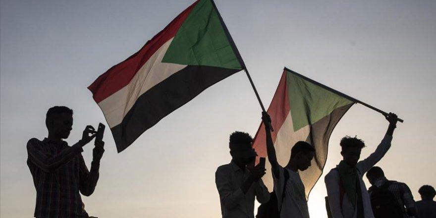 Sudan'da Barış Görüşmeleri Bir Ay Askıya Alındı