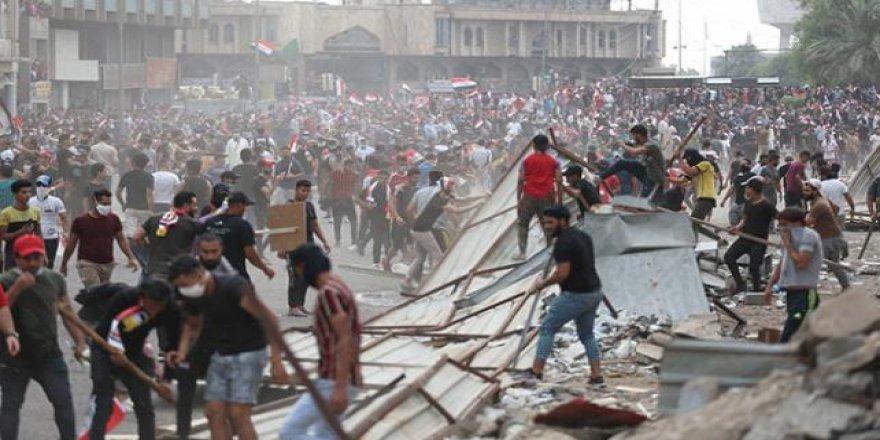 Irak'taki Göstericiler Şii Örgüt Binalarını Bastı: 30 Ölü