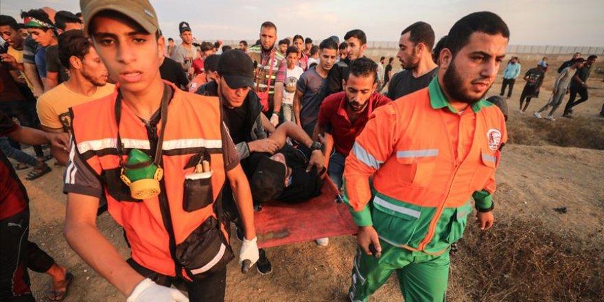Siyonist İşgalciler Gazze Sınırında 77 Filistinliyi Yaraladı