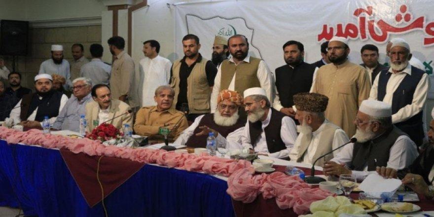 Pakistan'da Muhalefet Partileri Sokağa İniyor