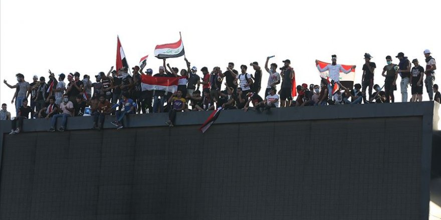 Bağdat'taki Gösterilere Üçüncü Gününde Öğrenciler de Katıldı