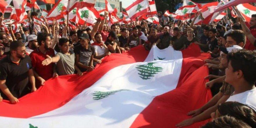 Lübnan'da Devrim mi Oluyor?