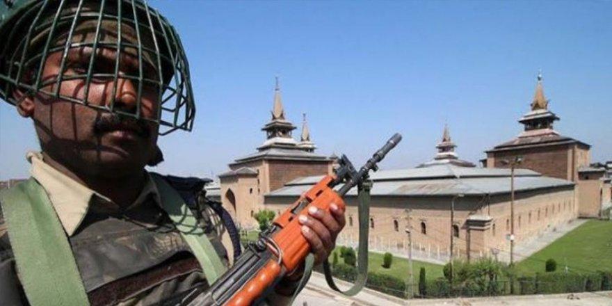 Hindistan, Keşmir'in En Büyük Camisinde 13 Haftadır Cuma Namazına İzin Vermiyor