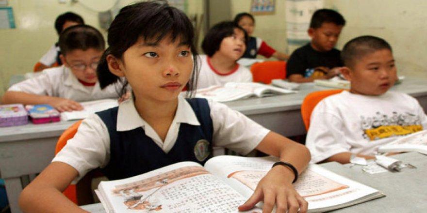 Çin'de Öğrencilere Beyin Dalgalarını Ölçen Cihaz Taktıran Okul, Ailelerin Şikâyetiyle Uygulamayı Bitirdi