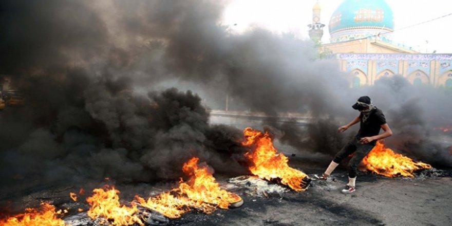 Irak'ta Eylemciler Petrol Kuyularına Giden Yolları Trafiğe Kapattı